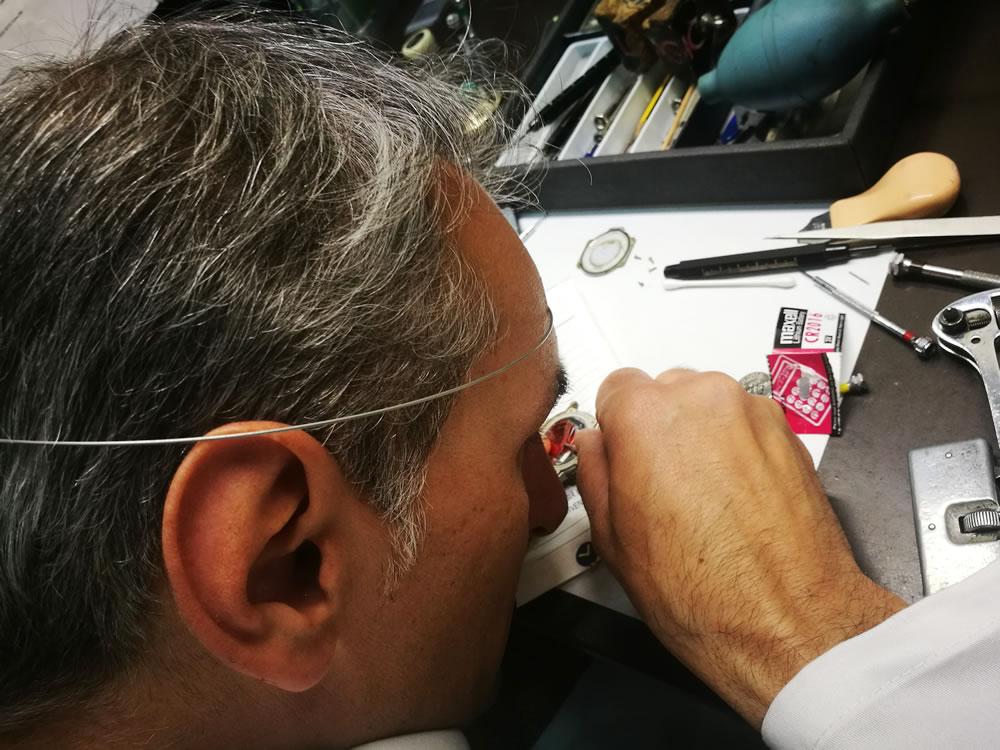 mister-watch-vendita-gioielli-e-orlogi-biella-e-borgomanero-riparazione-orologi